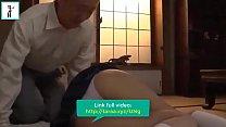 Mẹ đi vắng, em học sinh ở nhà với bố dượng. Link full videos: http://taraa.xyz/UNg