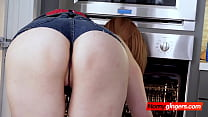 Nobody ever knew that oven cleaning would end up being so fun