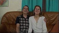 Geile Milf Hausfrau wird von ihrem Mann vor der Amateur Cam gefickt Vorschaubild
