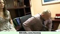 Дама делает эротический массаж члена вагиной онлайн