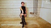 Devoter Stiefellecker hole dir die Abspritzerlaubnis von Domina Lady Julina pornhub video