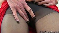 UK milf Scarlet Louise pleasures her soaking wet fanny Image