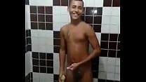 GAROTO DE PROGAMA NO BANHO GAY