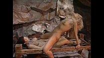 Gostosas perdidas fodem na caverna