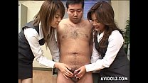 Free download video bokep Two naughty Japanese babes munch on a hard dick