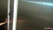 German Redhead - Risiko Fick im Fahrstuhl von Teen Natalie Hot Deutsch Vorschaubild