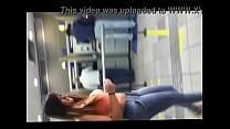 Patricia Oliveira de londrina saindo do banco