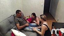 Mônica Lima e Fernandinha Fernandez são desafiadas a seduzir o entregador de pizza, foram reconhecidas e acabaram cumprindo a missão. صورة