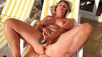 Lisa masturbate under the sun