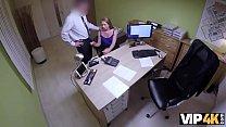 VIP4K. Reizendes Madchen stimmt fur Sex fur Bargeld zu, nur weil es Geld braucht Vorschaubild