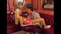 Couple fucks hard on couch - Ehepaar fickt auf der Couch Vorschaubild