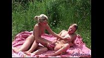 Порно лесбиянок в лесу