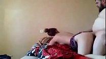 يستدرج بنت خالته لغرفته وينيكها-يقولها متخافيش يصورها ف اوضة النوم وهو بيفحتها نياكة http://bit.ly/2ULwbYj صورة