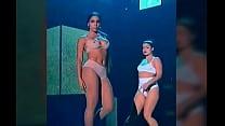 Anitta pagando peitinho prêmio multishow