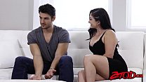 Curvy MILF Lea Lexis gets pussy licked before b...