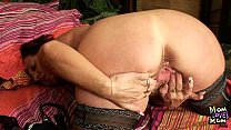 Older amateur mom squeezing her pussy muscles Vorschaubild