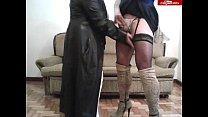 Gordita madura excita a su amiga trava con su tapado de cuero video