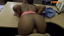Amateur ghetto gets her shaved twat banged by p...