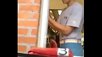 Esposa exibicionista mostrandona xota no drive-in thumbnail