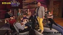 Paul de Leeuw drinkt moedermelk in Langs de Leeuw   Showbizz Nieuws preview image
