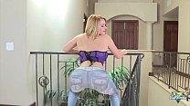 Krissy Lynn, blonde sexy se fait défoncer le cul