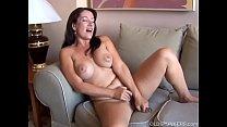 Sexy old spunker with nice big tits fucks her soaking wet pussy Vorschaubild