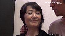 和食を振舞うお母さん   中山佳子 2