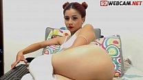 Brunette pussy needs attention webcam