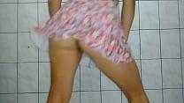 Esposa puta dançando funk de saia sem calcinha mostrando a buceta thumbnail