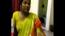 aunty wearing saree