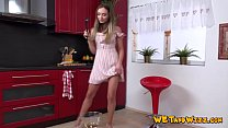 Crazy Hot Euro Bitch Cums While pissing's Thumb