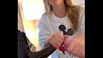 X video mother ⁃ branquinha esposa de corno chupou o amante negão e punhetando o corno thumbnail