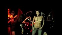 Safadas ficam peladas no palco em show de rock (Recife)