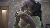 classic xvideos - Gorgeous beauty and the exotic fruits on webcam thumbnail