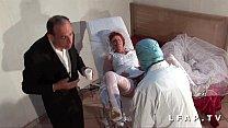 6694 La vieille mariee se fait defoncee le cul chez le gyneco en trio avec le mari preview
