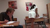 Image: La prof se fait choper par ses eleves en classe