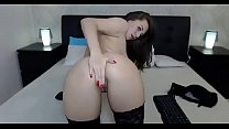 Sexy camgirl shows her hot ass in liveshow