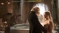 Emília Clarke nude in Game of Thrones ภาพขนาดย่อ