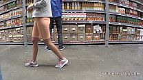 Cameltoe and flashing in the supermarket Vorschaubild