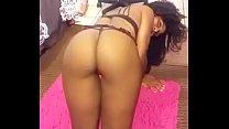 Twerking on my knees to Rack it up