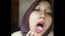 Video bokep indonesian malay hijabi horny 02