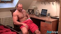Muscular dude Tom enjoys stroking his meaty tool - download porn videos