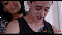 Hot MILF Step Mom Ryder Skye Loves Her Young Latino Step Sons Huge Cock Vorschaubild