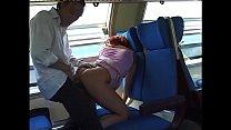 Rossa di capelli golosa di CAZZO sul treno