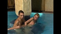 Classy German Anna Lena is cool in the pool Vorschaubild