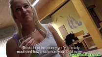 Blonde euro amateur shows body for cash Vorschaubild