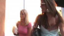 61-Lesbian mature seduce teen girl Vorschaubild