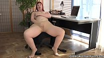 American milf Scarlett spreads her thunder thighs Preview