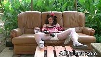 Little Minnie découvre le magic wand massager