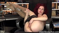 American milf Heidi peels off her pantyhose and plays